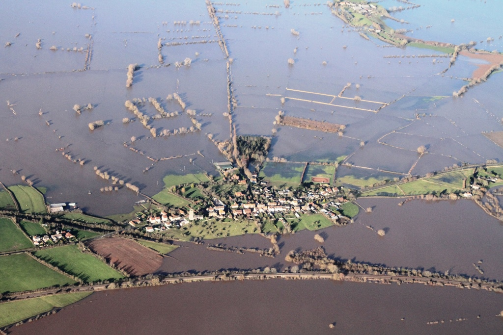 The floods surround East Lyng