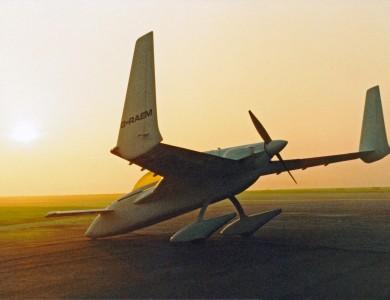 18-043 Rutan Long Eze a